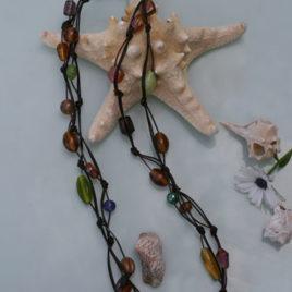 collar de cristales indios y cuero
