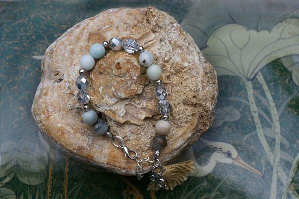 pulsera de amazonita y cristales esvarosqui