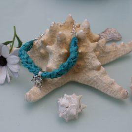 pulsera-de-seda-con-amuleto
